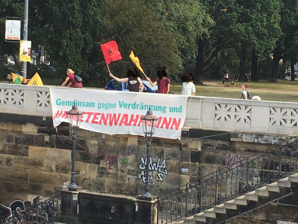 Banneraktion am Johannstädter Elbufer – Gemeinsam gegen Verdrängung und Mietenwahnsinn!